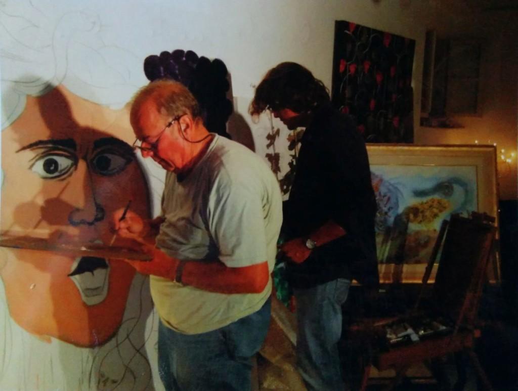 Durante la personale, A. M. con l'amico Danilo Magnisi dipingono a 4 mani un'allegoria della medusa di Caravaggio, poi esposta nella risto-macelleria Hannibal.